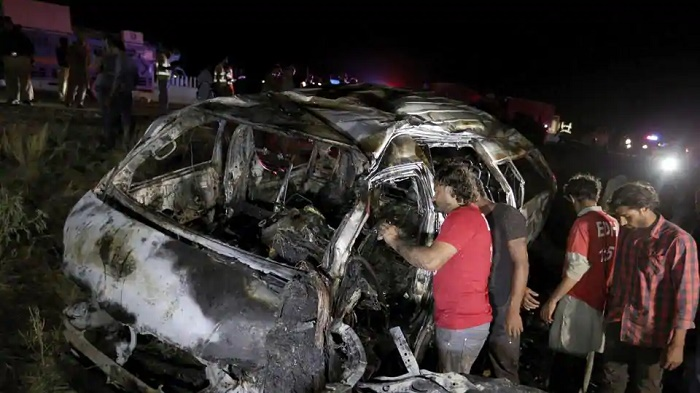 Passenger bus catches fire in Pakistan, 15 killed