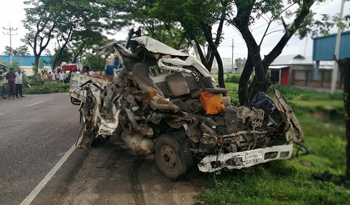 2 killed as bus, pick-up collide in Habiganj