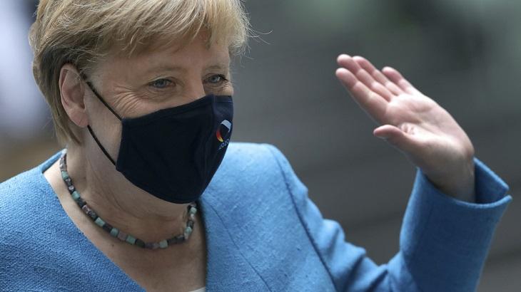 Navalny says Merkel visited him in Berlin hospital