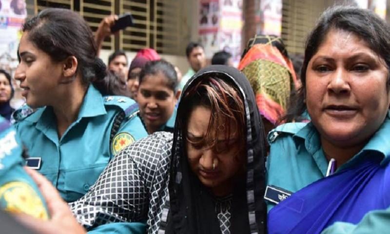 Papia sees mother's body at Kashimpur jail gate