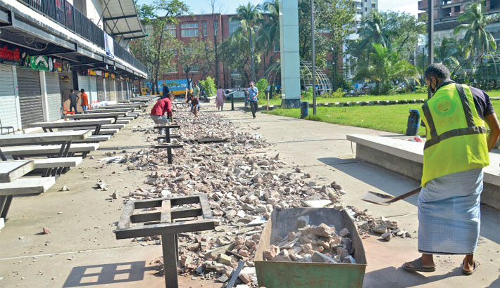 Illegal shops demolished