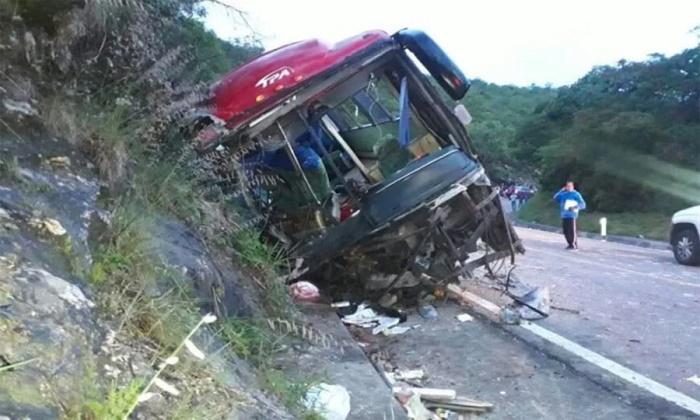 13 dead in Mexican bus crash