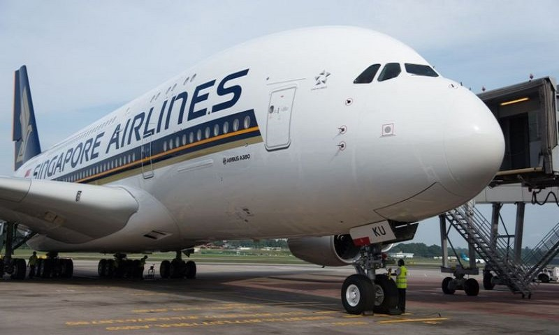 Singapore Airlines sells out meals on parked plane