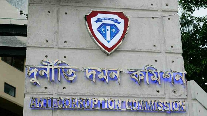 4 govt officials, as many contractors, under ACC scanner