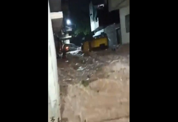 India's Hyderabad flooded by overnight rain
