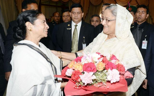 PM sends gifts to Mamata Banerjee on Durga Puja