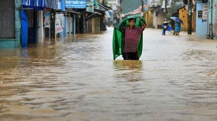 105 die from floods, landslides in central Vietnam