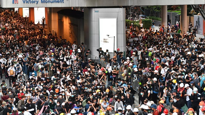 Thai PM revokes emergency measures after week of protests