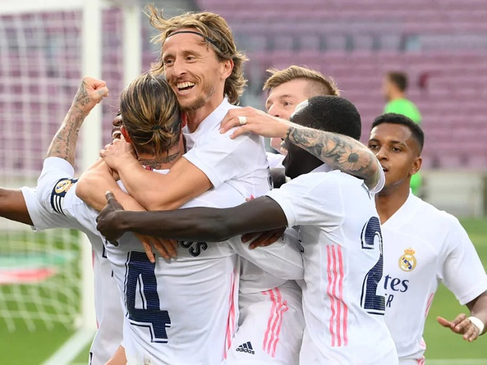 Real Madrid ease pressure on Zidane with rousing victory over Barca