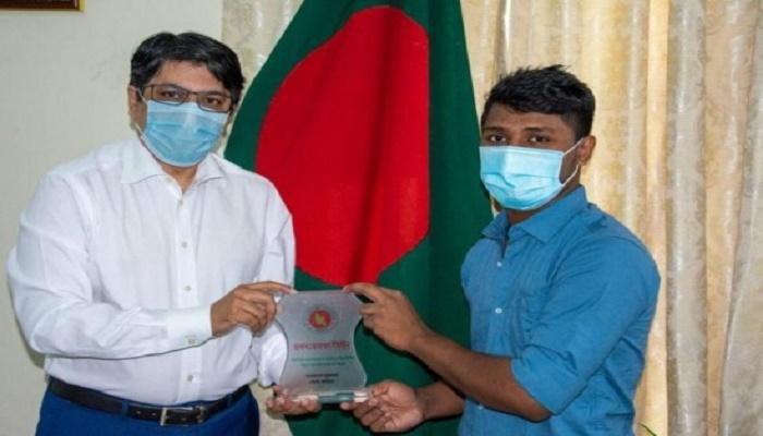 Bangladeshi worker in Qatar rewarded for civic responsibility