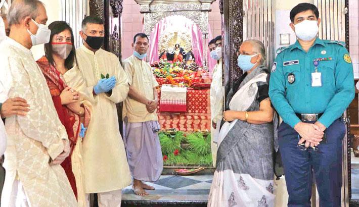 Visits Dhakeshwari National Temple