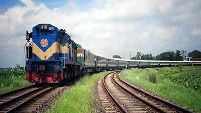 Man crushed under train in Sirajganj