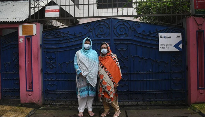 Ensure access of two sisters to  parental house: HC
