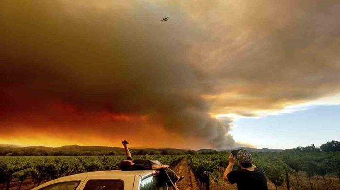 Californians see power shutoffs as winds, fire danger rise