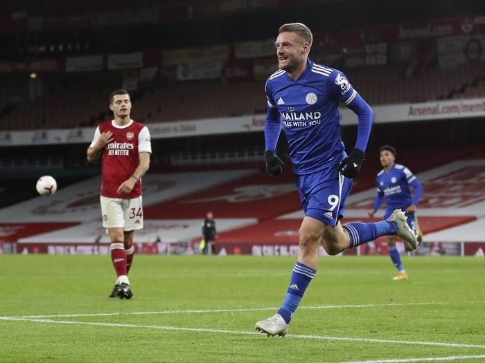 'World class' Vardy rocks Arsenal as Leicester go fourth