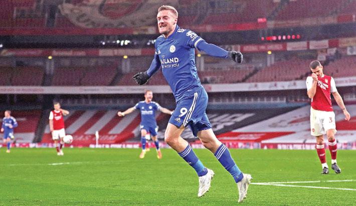 Vardy rocks Arsenal as Leicester go fourth