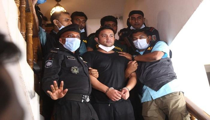 Erfan Salim makes much drama during arrest!
