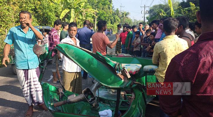 2 killed as bus, auto-rickshaw collide in Feni