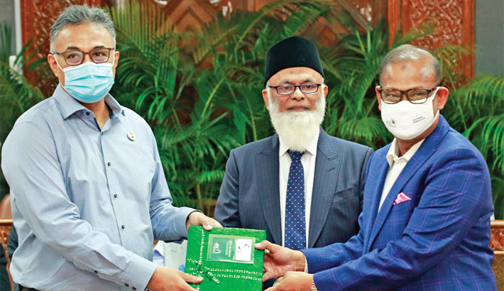 Banks donate blankets to PM's Relief Fund