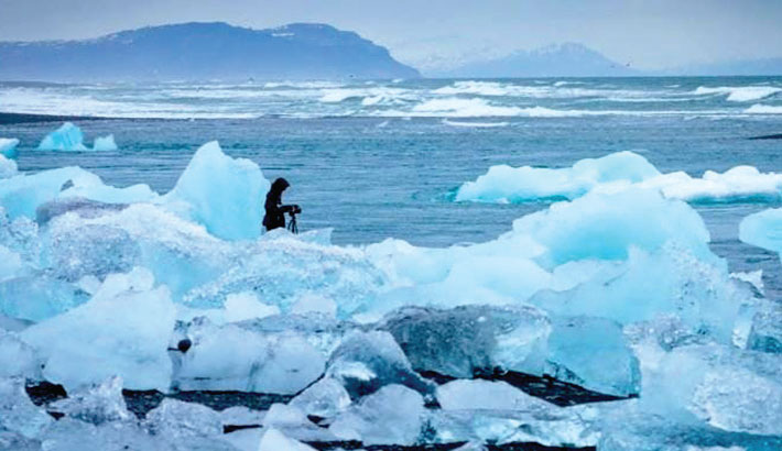 'Arctic sea ice at record low October levels'