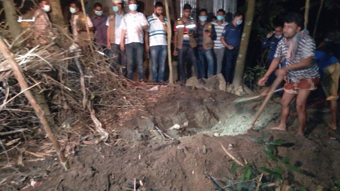 Couple, child found buried in their yard in Kishoreganj, 4 held