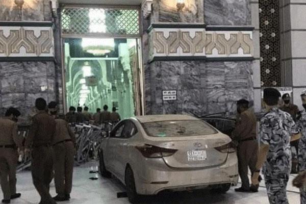 Saudi man crashes car into gates of Makkah's Grand Mosque (Video)