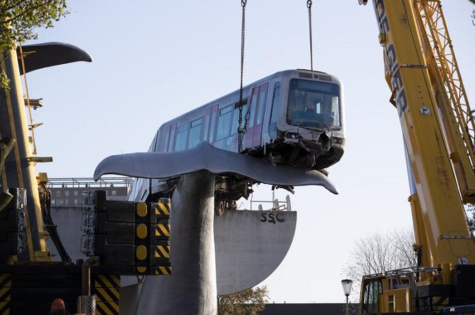 Cranes lift Dutch runaway train off whale sculpture