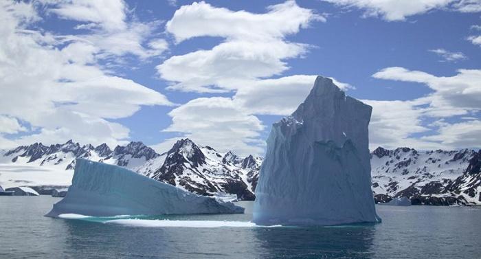 A68 iceberg on collision path with South Georgia