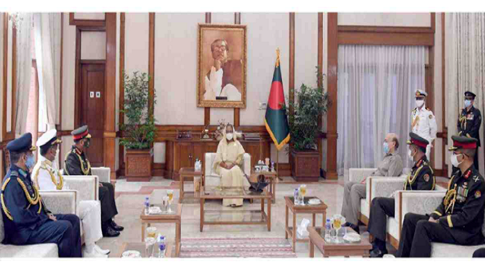 Chiefs of three services meet PM