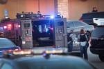 Eight hurt in shooting at US mall, gunman still at large