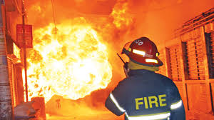 Fire breaks out at T&T Colony in Banani