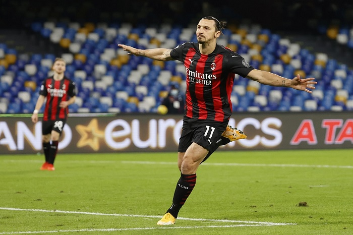 Ibrahimovic scores twice, limps off as AC Milan stay top in Serie A