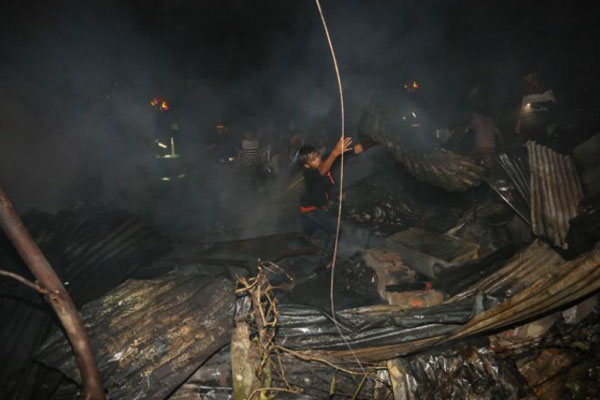 Over 100 shanties gutted in Mohakhali fire