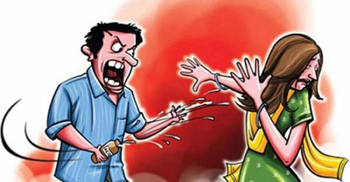 Husband hurls acid on wife in Natore