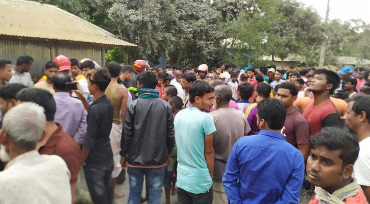 Woman, son killed as bus hits auto-rickshaw in Lalmonirhat