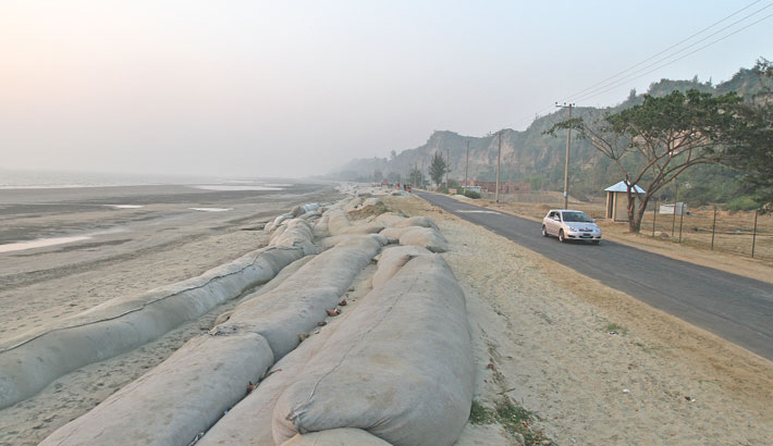 Marine Drive, a combination of mountains and sea