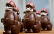 Chocolate Santas in marzipan masks - a coronavirus Christmas in Hungary