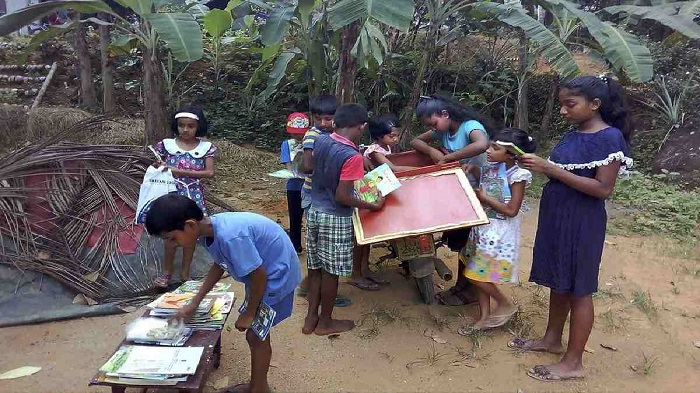 Books by bike: Sri Lankan man runs mobile library for kids