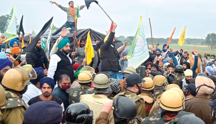 Indian farmers clash with police to protest new laws