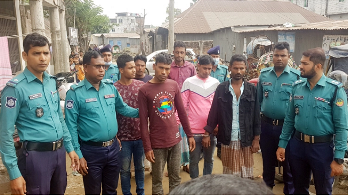 6 robbers held with local arms in Gazipur