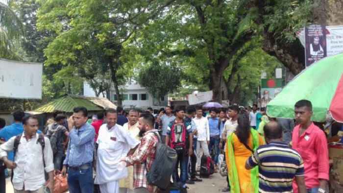 Covid-19 negative certificate: 100 plus Bangladeshis stranded at Benapole