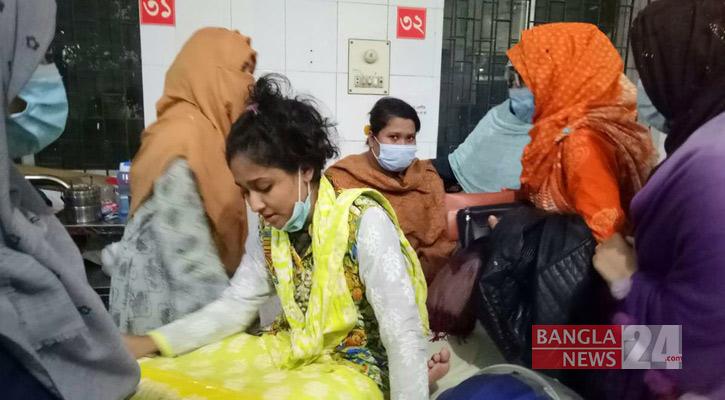 Staffs beat Shah Mokhdum Medical College students, 10 hurt