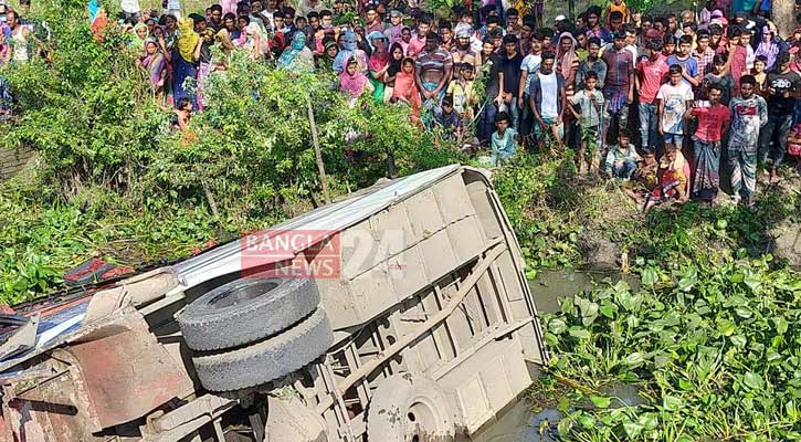 4 killed as bus falls into ditch in Gopalganj