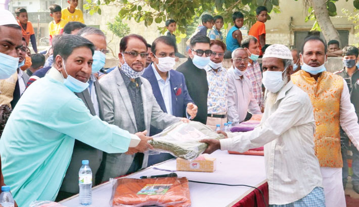Jatiya Party Chairman GM Quader hands over a blanket to a poor elderly man