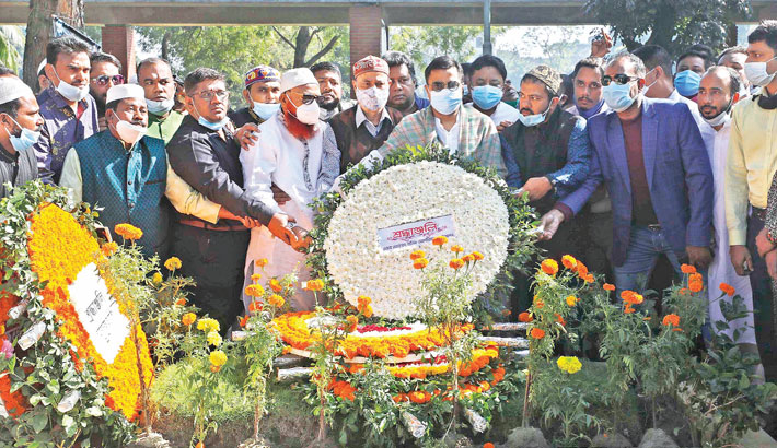 Former Mayor of Mohammad Sayeed Khokon DSCC places a wreath at the grave of Mohammad Hanif