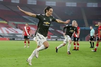 Super-sub Cavani inspires Man Utd fightback