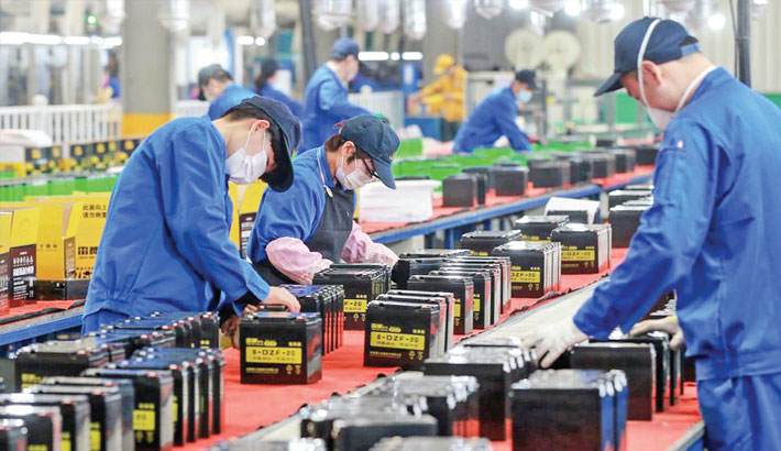 China factory activity edges up in Nov