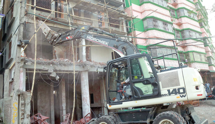 Rajuk knocks down illegally-built extended portion