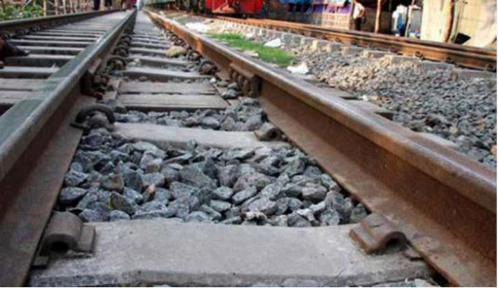 Man crushed under train in city's Banani