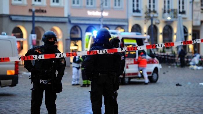 Five die as car ploughs through Germany pedestrian zone